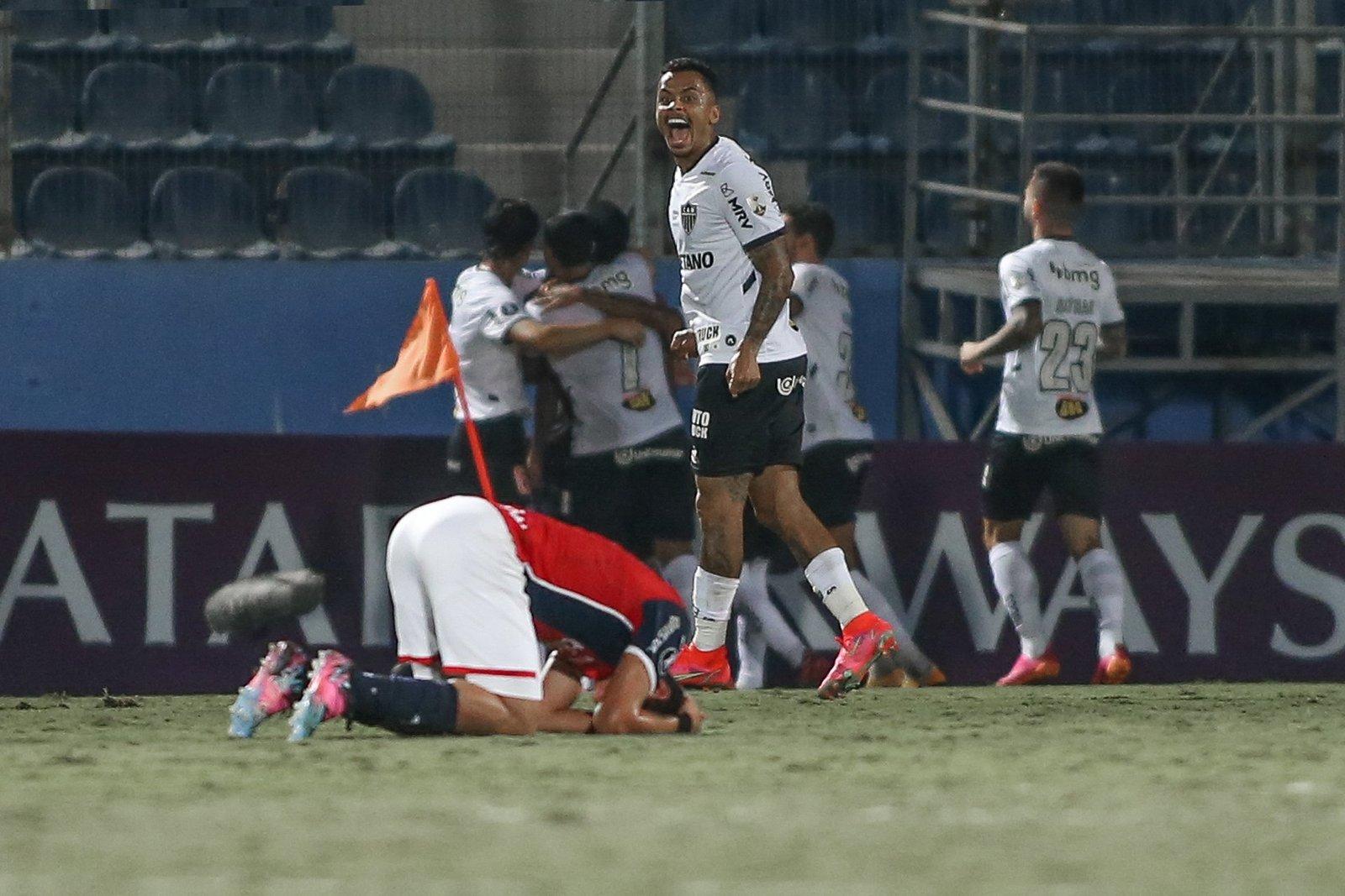 Espora 13 - Atlético - Galo - Atlético-MG - Na Raça e no Amor! Time misto do Galo derrota Cerro Porteño e assume 1º lugar geral da Libertadores